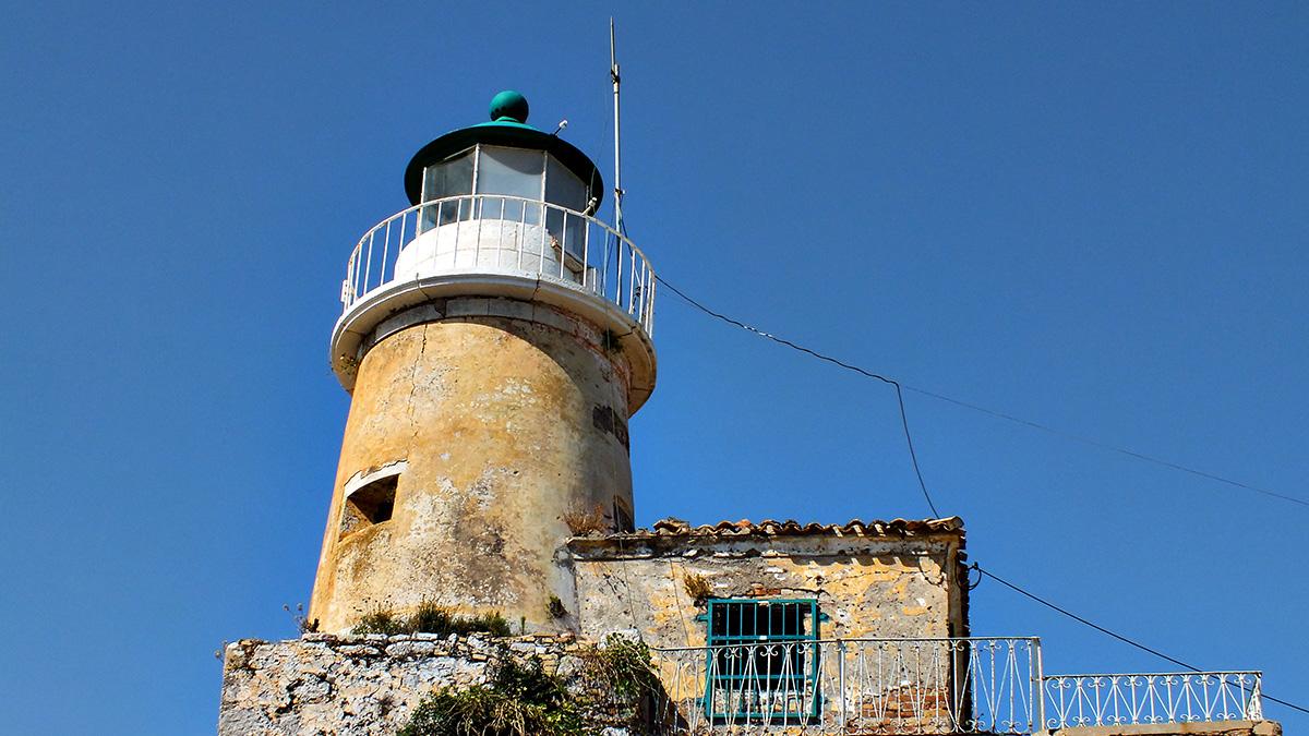 Auf der Alten Festung ist auch ein mindestens so alter Leuchtturm, jedenfalls sieht er so aus.