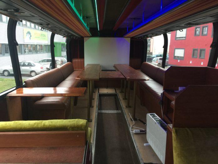 Bus auf dem Gelände des Basecamp Bonn
