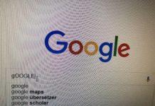 """Foto eines Bildschirms mit der Google-Eingabemaske, in die jemand die Suche """"Google"""" (mit kleinem G und großem oogle) eingegeben hat."""
