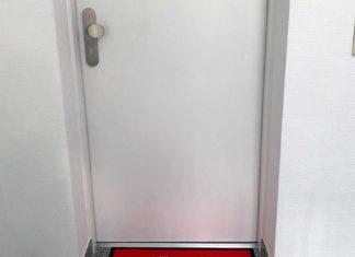"""Eine rote Fußmatte mit weißem Aufdruck """"Willkommen bei Bonn.digital"""""""
