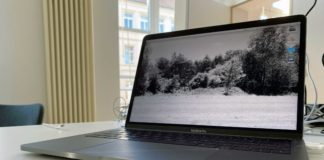 Laptop auf Schreibtisch